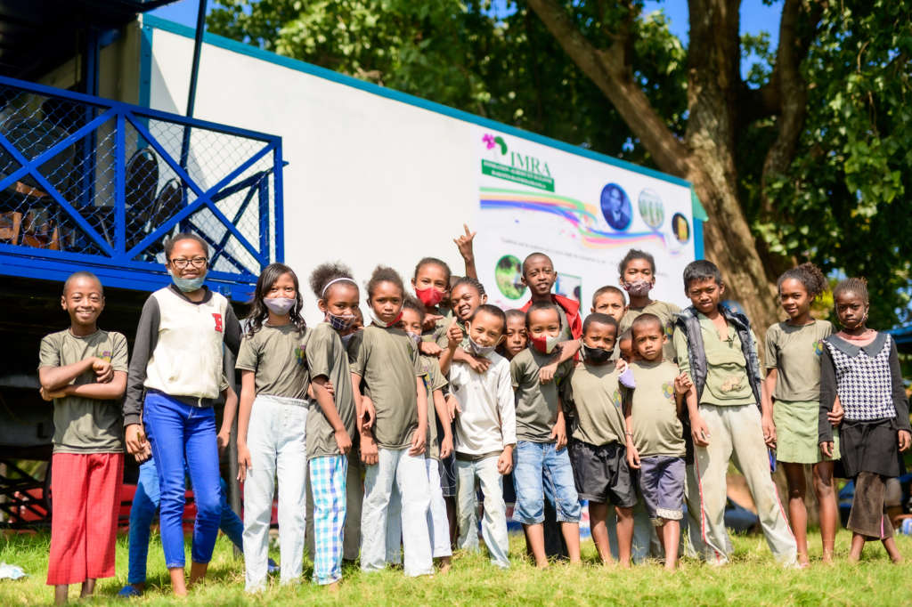 malagasy children in front of mobile library